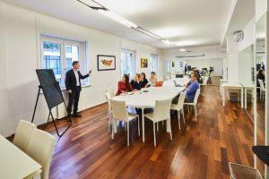ufficio open sala riunione tavolo lungo custom lavoro spazi esclusivi