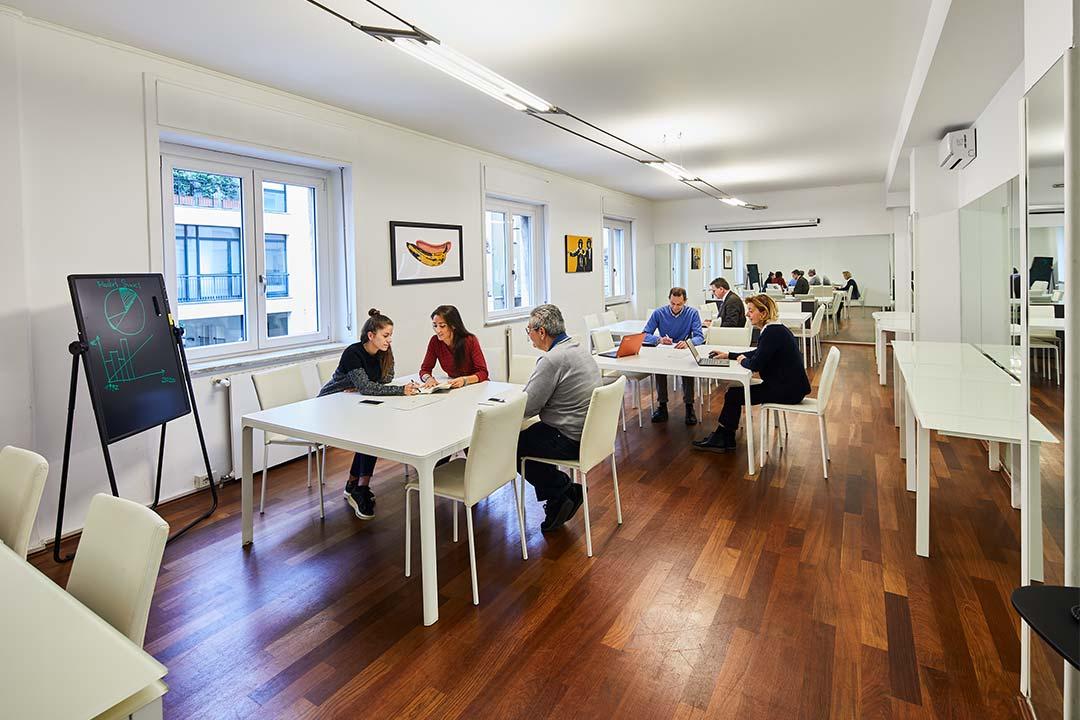 ufficio open tavoli individuali custom spazi esclusivi
