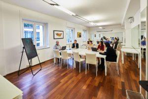 ufficio open tavoli individuali riunione spazi esclusivi