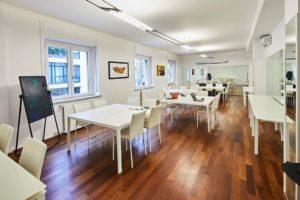 ufficio open tavoli individuali spazi esclusivi